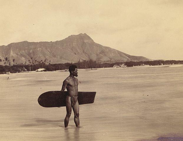 Alaia_board_surfer